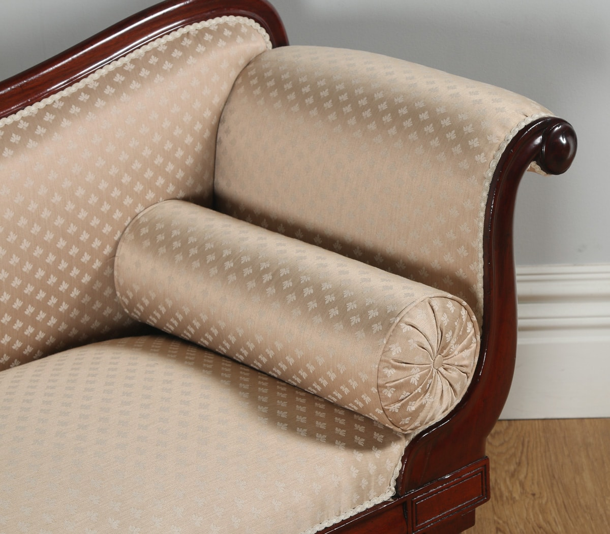 Antique english regency mahogany upholstered chaise longue for Chaise longue in english
