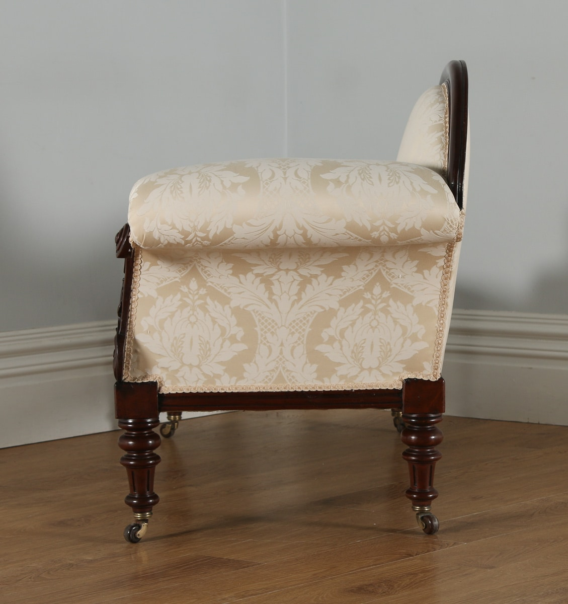 Antique english victorian mahogany upholstered chaise for Antique victorian chaise