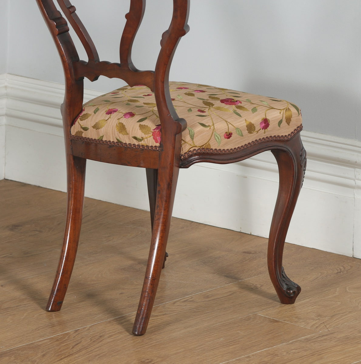 Antique english victorian set of four walnut dining chairs for Furniture kelsall
