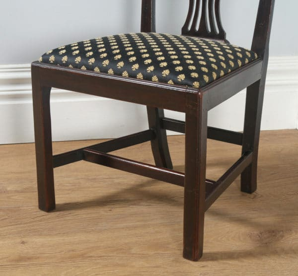 Antique English Pair of Georgian Chippendale Mahogany Dining Chairs (Circa 1800) - yolagray.com