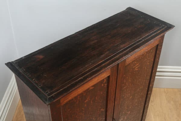Antique English Georgian Oak Bookcase Cupboard Incorporating a Chest of Drawers (Circa 1800) - yolagray.com