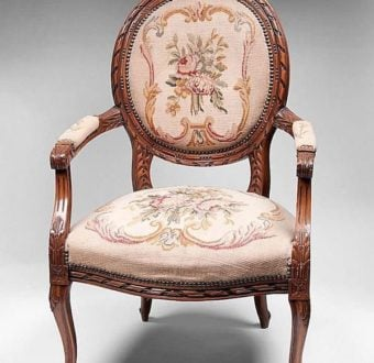 Yola Gray Antiques, Fauteuil Antique Style