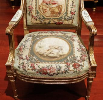Yola Gray Antiques, Menuisier Antique Style